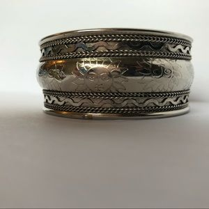 Jewelry - Silver Metal bangle cuff with sun-faces